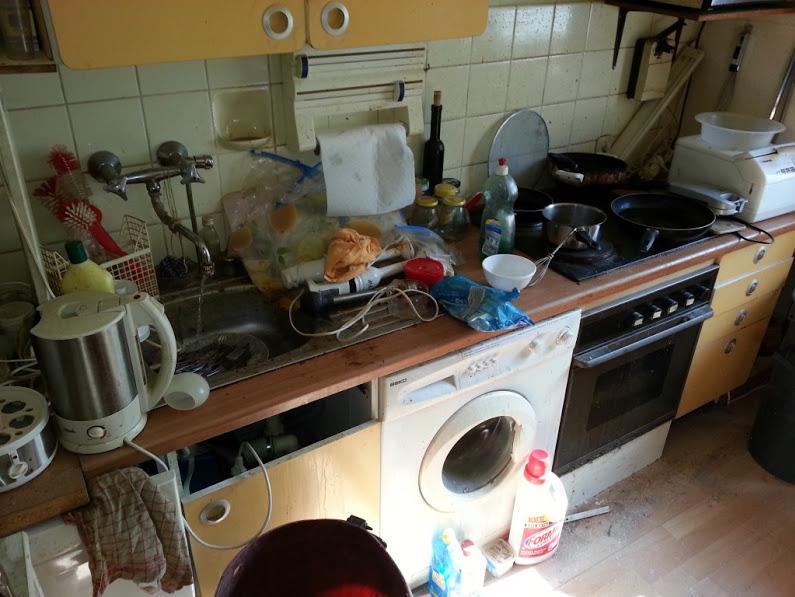 Messie Küche bei einer Wohnungsauflösung